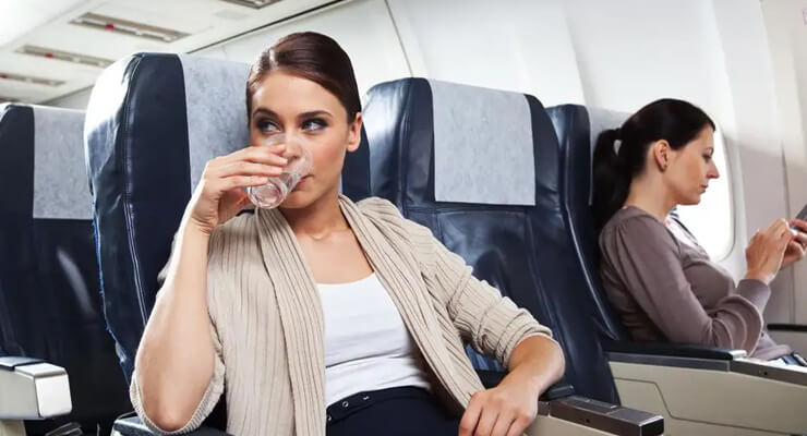 drink water in airplane