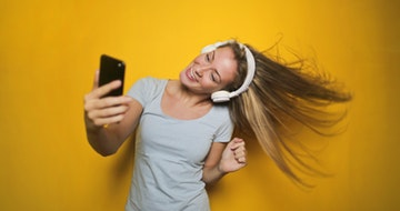 How To Take A Good Selfie For Your Instagram Feed (Awesome Pictures Tips)></a><a href=