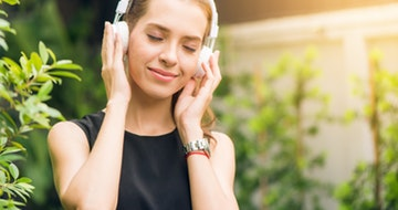 Top Health, Wellness & Fitness Podcasts To Get You Feeling Your Best></a><a href=