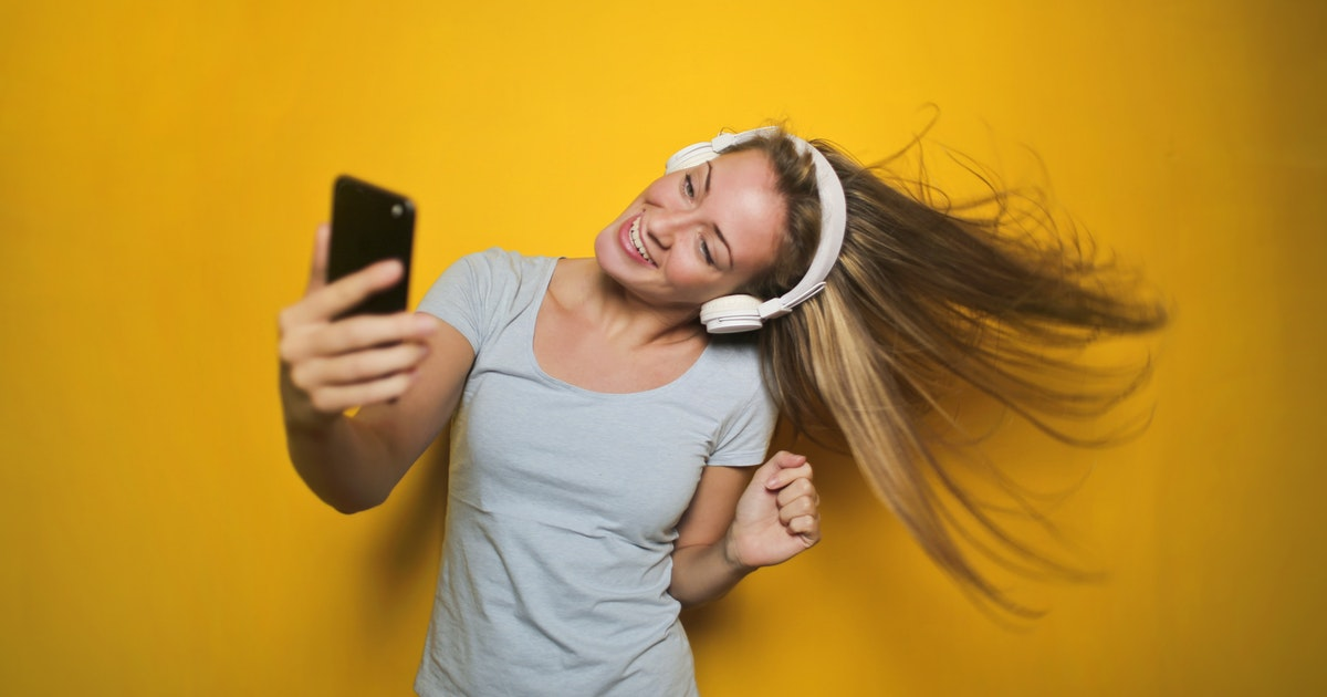 How To Take A Good Selfie For Your Instagram Feed (Awesome Pictures Tips)></a></div><div class=