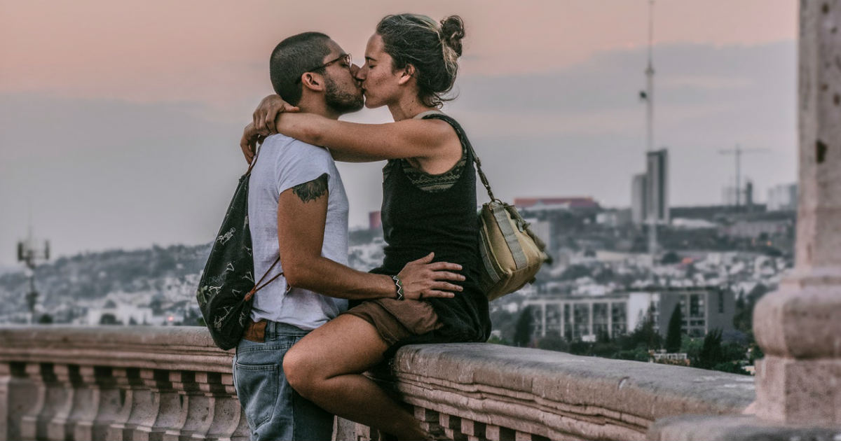 How To Know When You Love Someone (Feeling True Love)